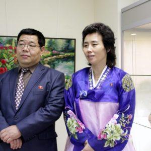 Представители Посольства Северной Кореи на открытии выставки традиционного искусства КНДР